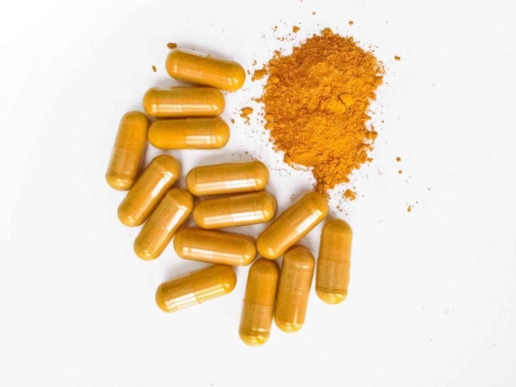 Cúrcuma curcumina Curcuma longa uso dosificación cápsulas